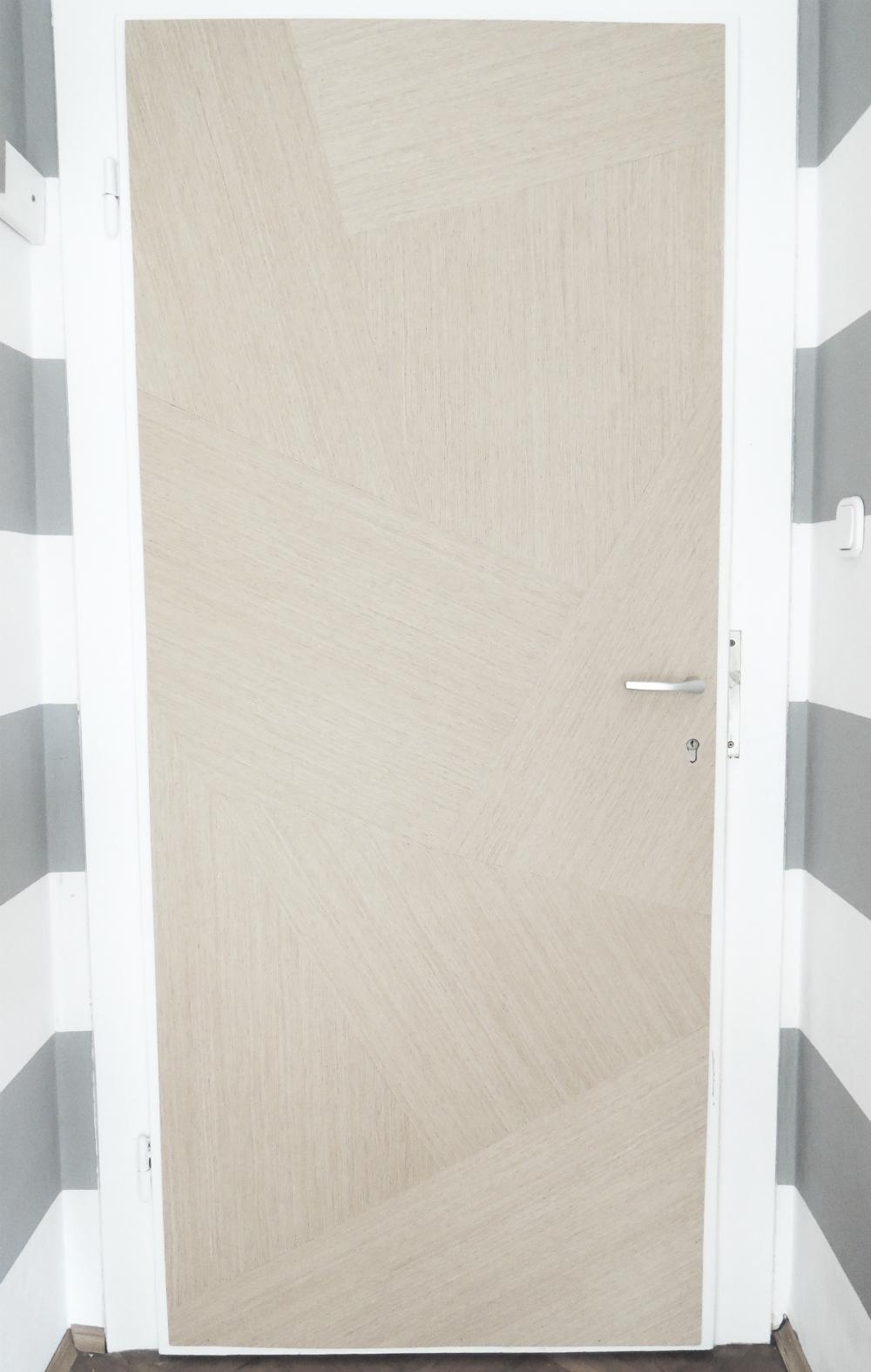 16 the door